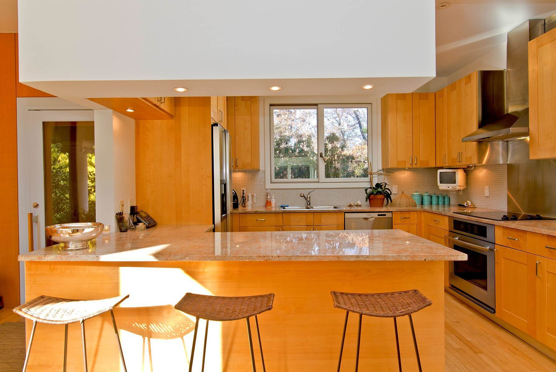 7. Single Family Home at Wainscott South Modern Wainscott, NY 11975