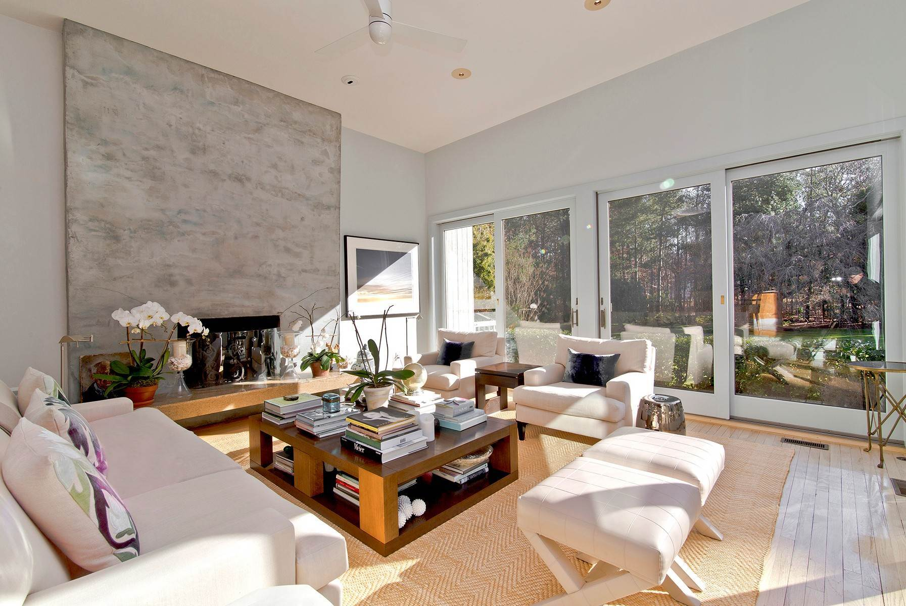 6. Single Family Home at Wainscott South Modern Wainscott, NY 11975