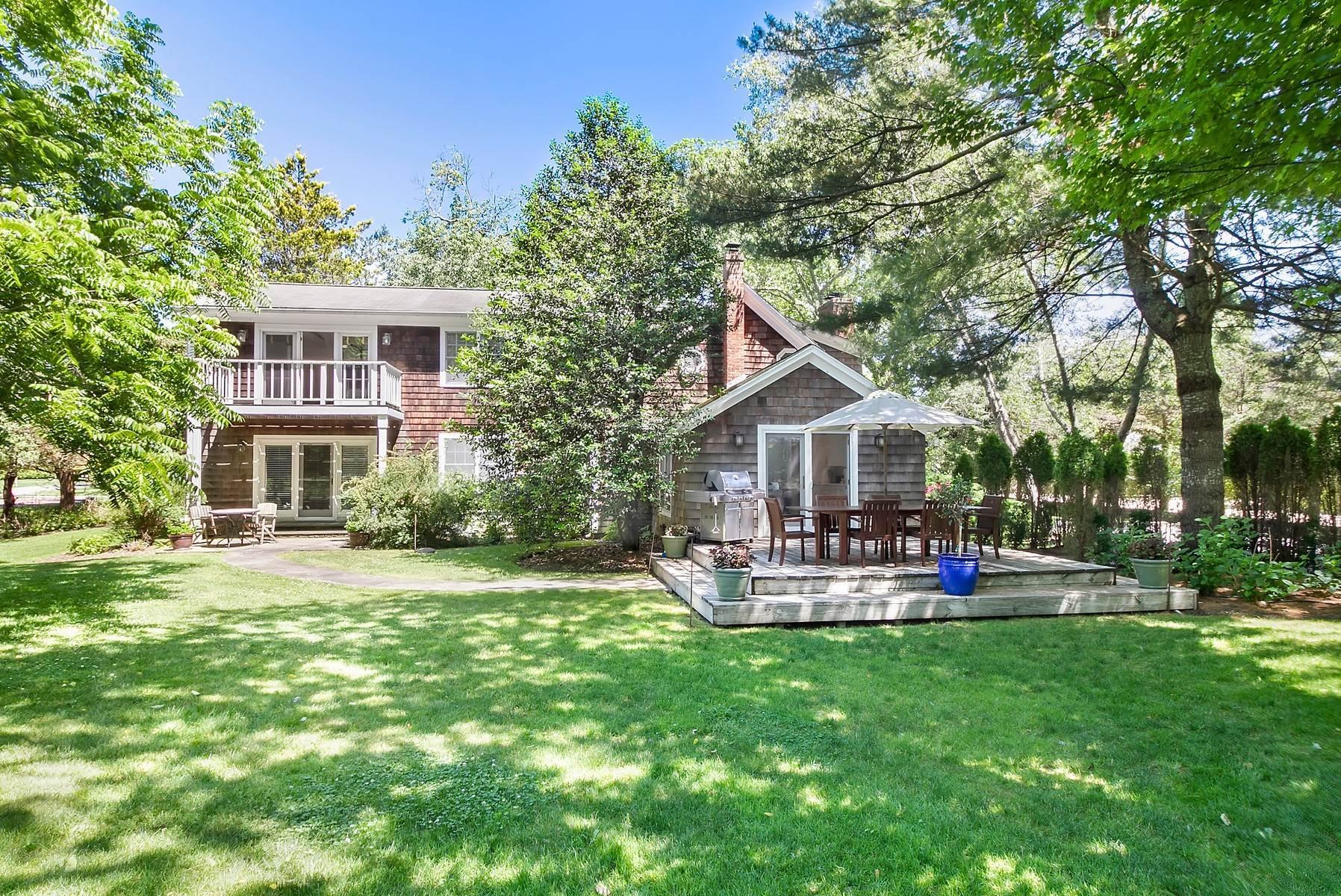 2. Single Family Home at Southampton Village Farmhouse Comfort 159 Bishops Lane, Southampton, NY 11968