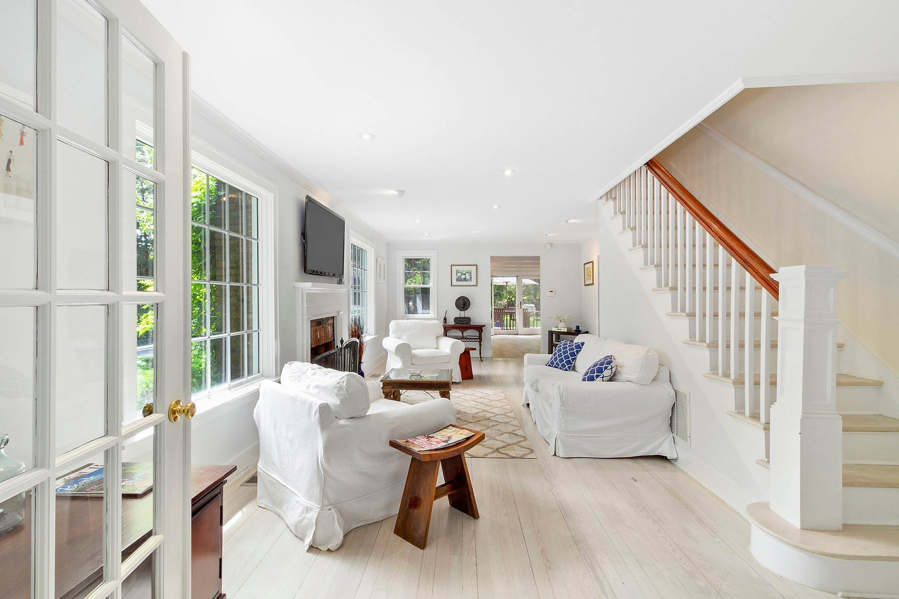 3. Single Family Home at Southampton Village Farmhouse Comfort 159 Bishops Lane, Southampton, NY 11968