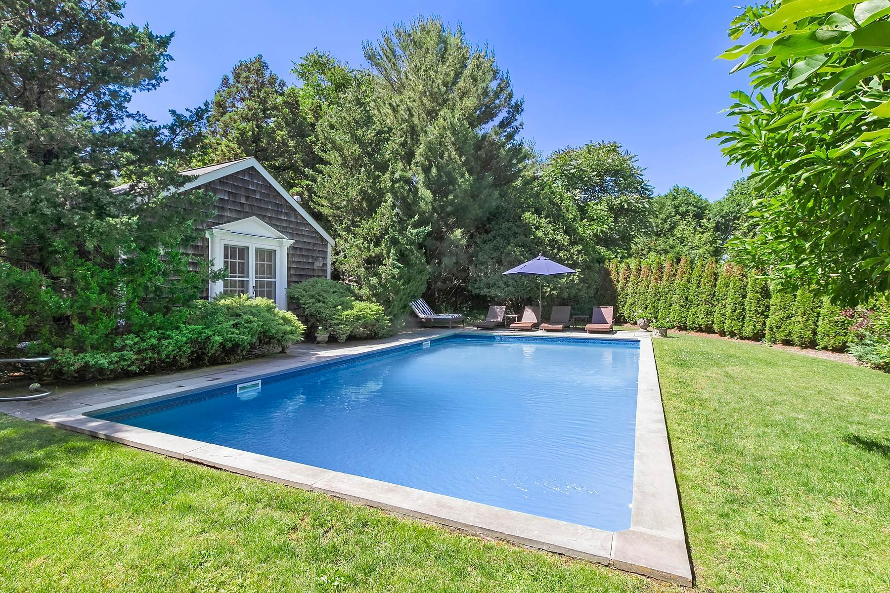 25. Single Family Home at Southampton Village Farmhouse Comfort 159 Bishops Lane, Southampton, NY 11968