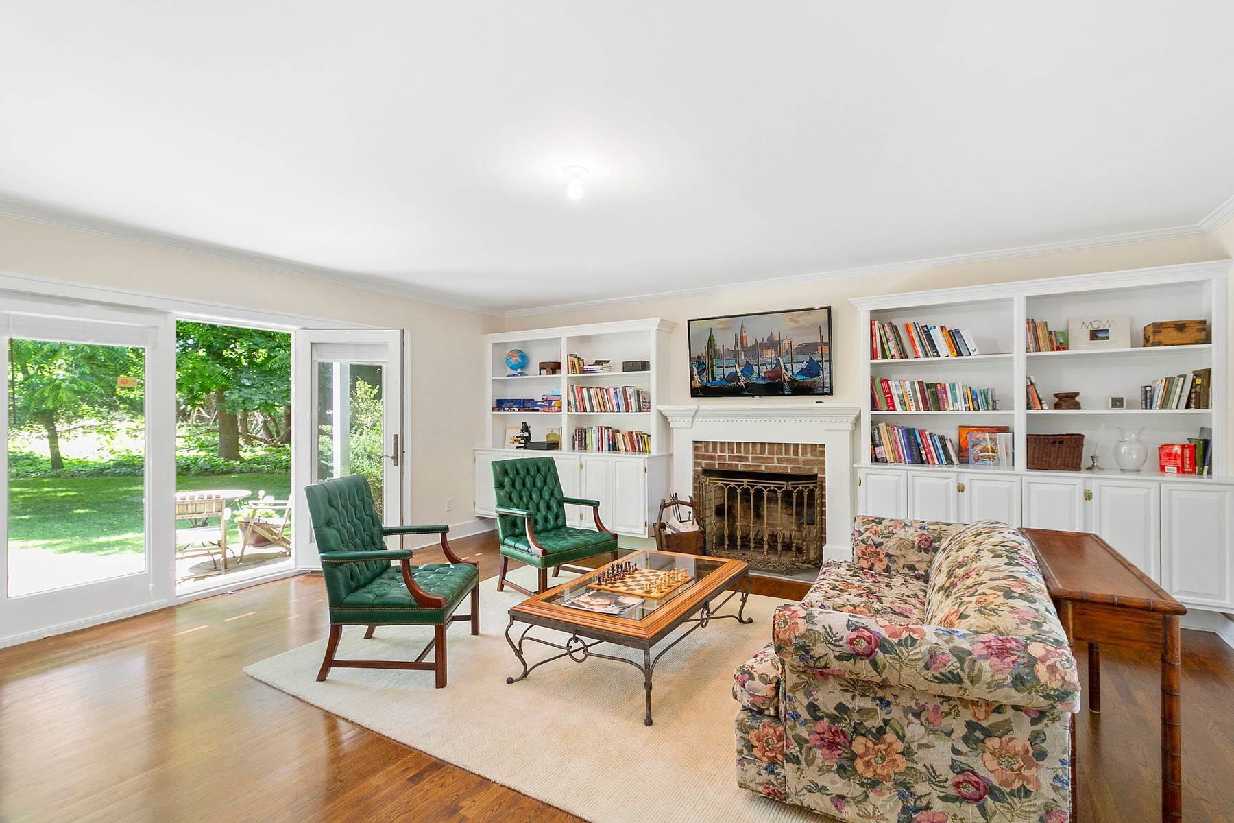 12. Single Family Home at Southampton Village Farmhouse Comfort 159 Bishops Lane, Southampton, NY 11968