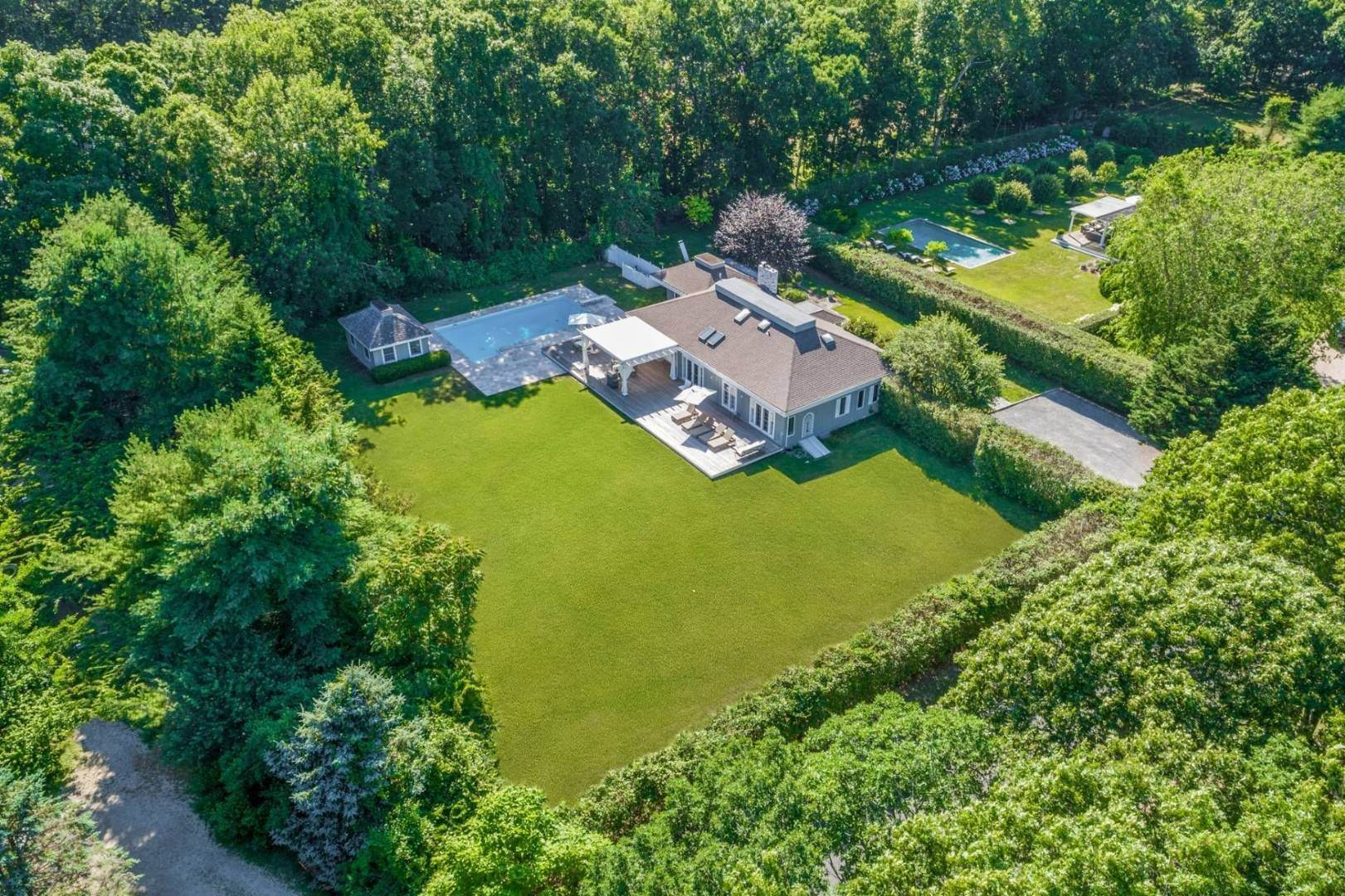 Single Family Home at Gorgeous Less Than A Mile To The Beach! Sagaponack, NY 11962