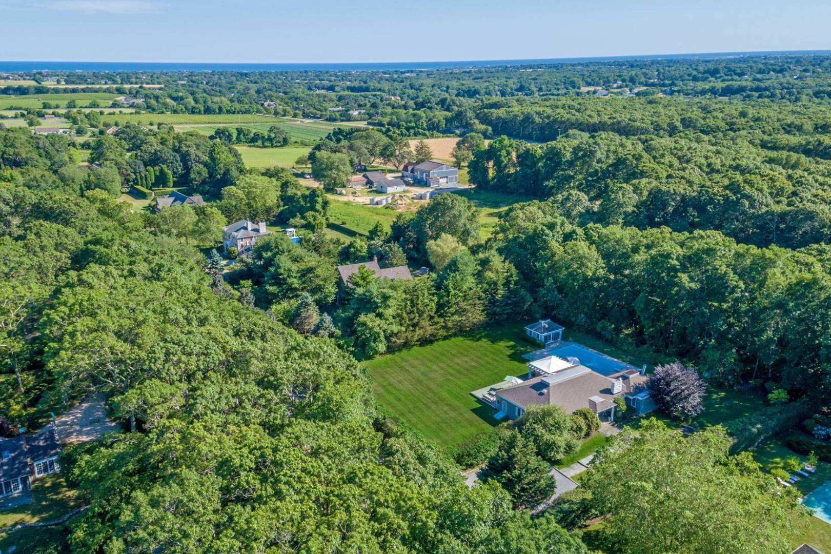 21. Single Family Home at Gorgeous Less Than A Mile To The Beach! Sagaponack, NY 11962