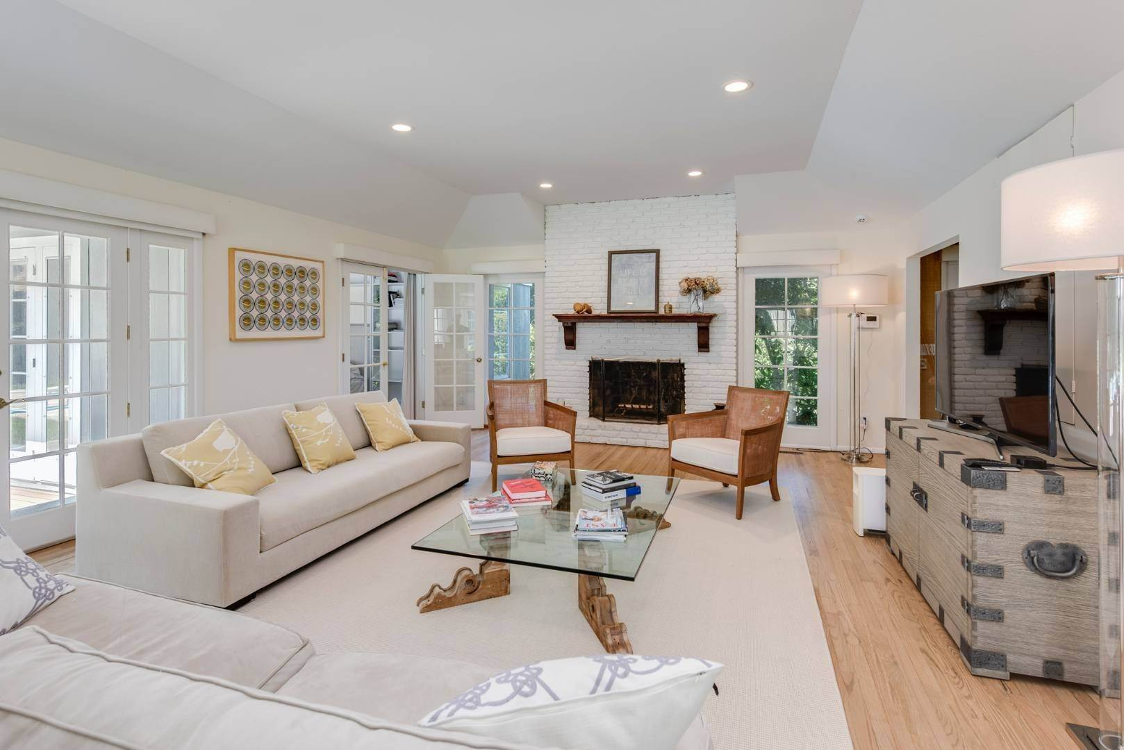10. Single Family Home at Gorgeous Less Than A Mile To The Beach! Sagaponack, NY 11962