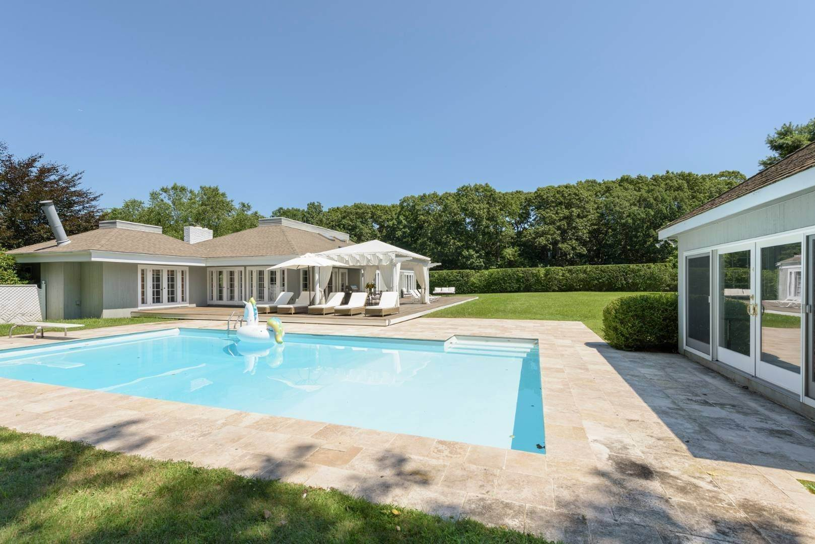 3. Single Family Home at Gorgeous Less Than A Mile To The Beach! Sagaponack, NY 11962