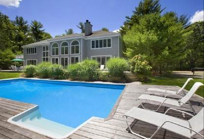Single Family Home at East Hampton Estate With Tennis & Gym East Hampton, NY 11937