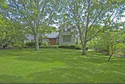 14. Single Family Home at Private And Beautiful - Close To All Southampton, NY 11968