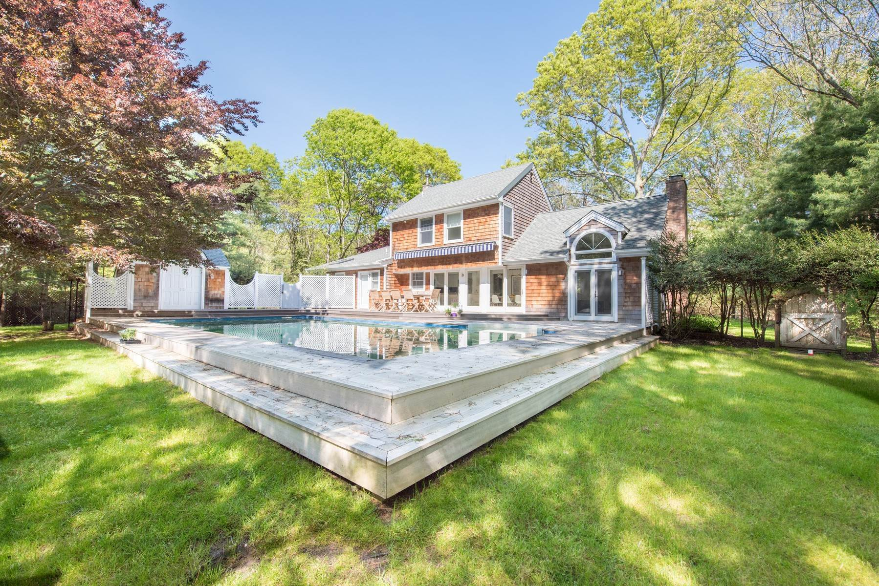 14. Single Family Home at Renovated Perfect Summer Getaway! Sagaponack, NY 11962