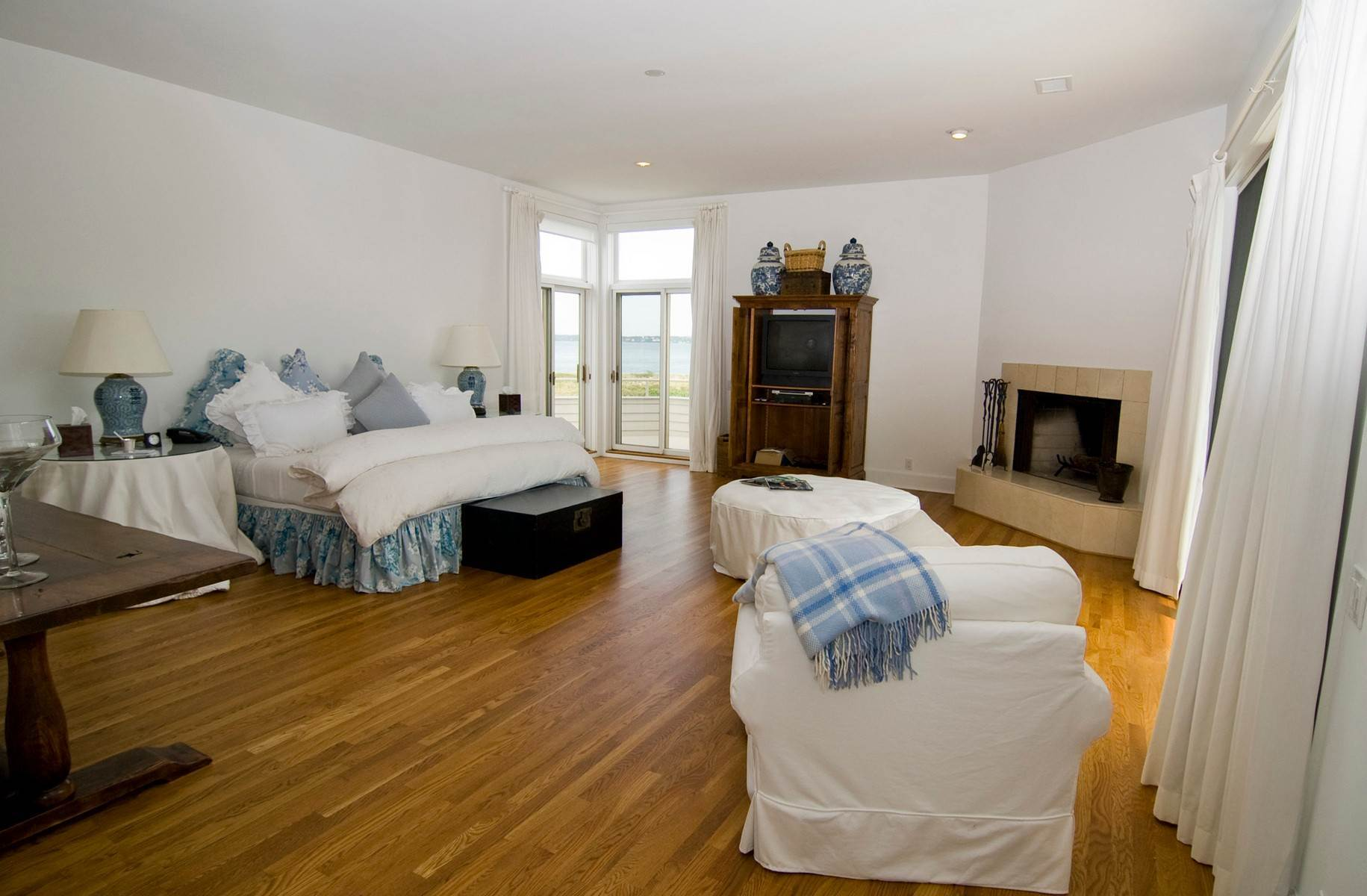 9. Single Family Home at Oceanfront ~ Southampton Village Southampton, NY 11968