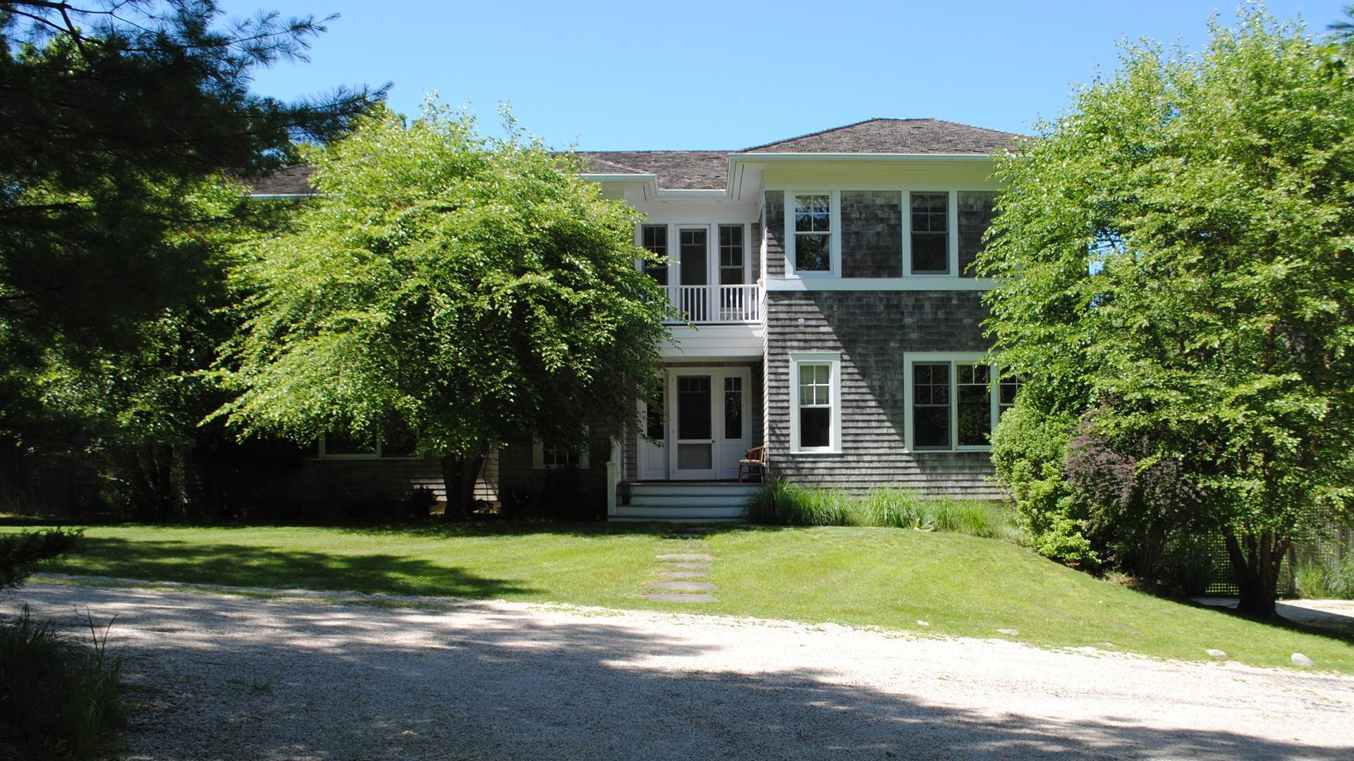 2. Single Family Home at East Hampton Bull Path 2021 East Hampton, NY 11937