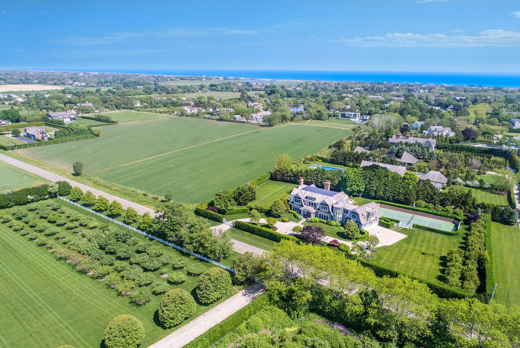 2. Single Family Home at Sagaponack Estate With Farm Views 515 Parsonage Lane, Sagaponack Village, NY 11962