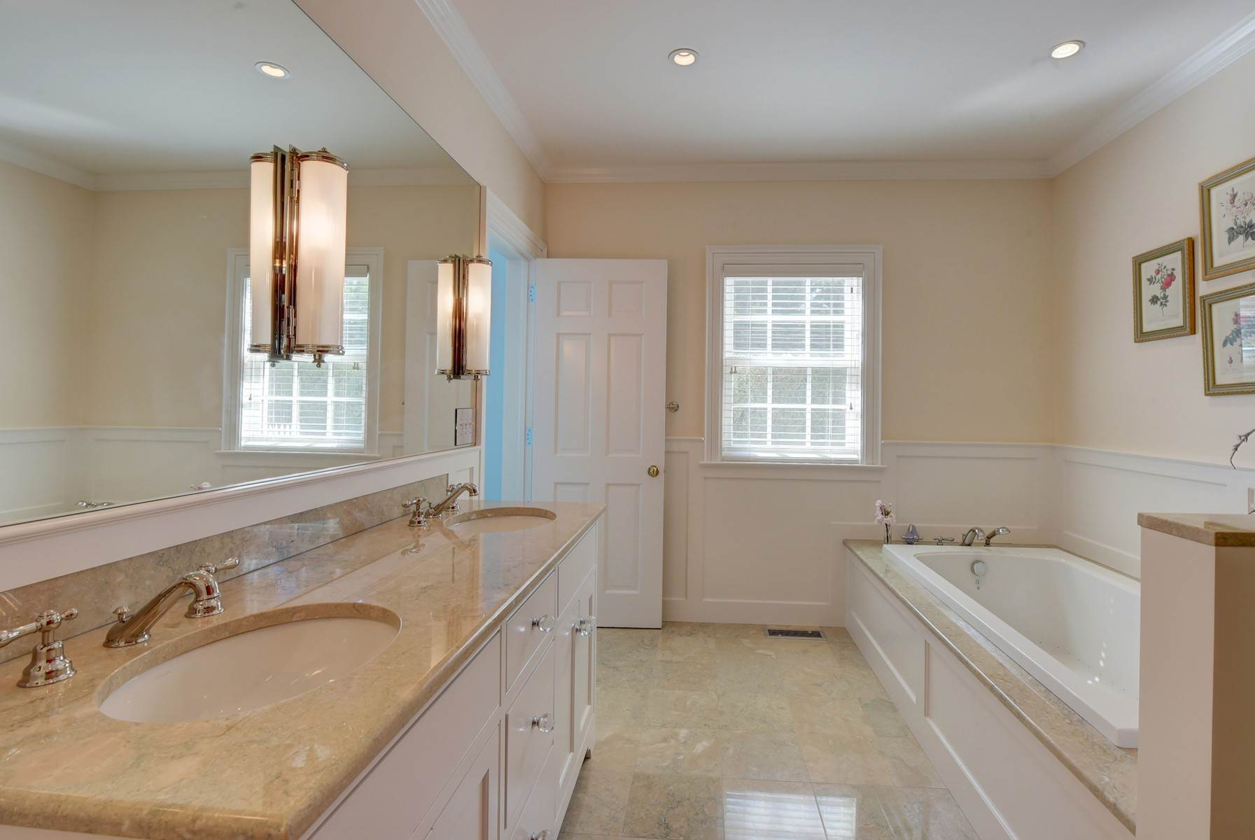 23. Single Family Home at Southampton Village One Block To Ocean Southampton, NY 11968