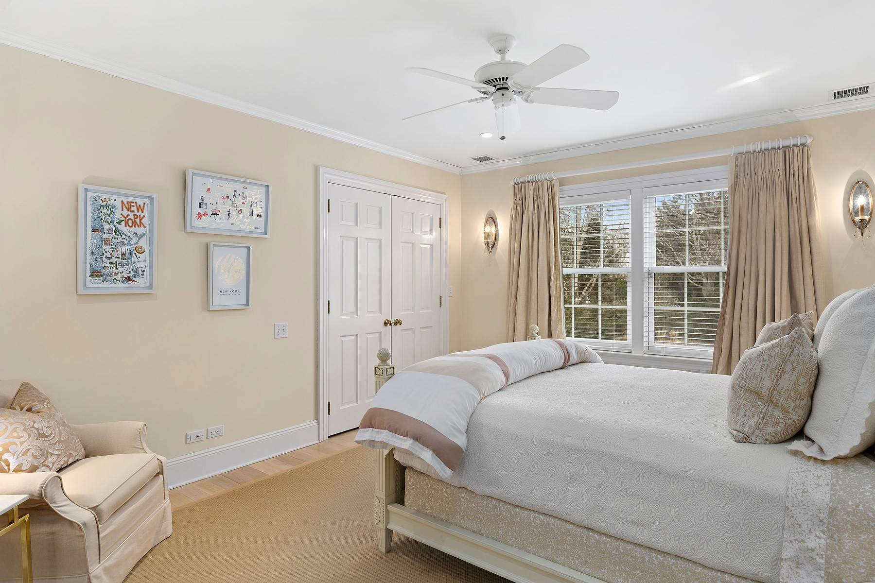 18. Single Family Home at Southampton Village One Block To Ocean Southampton, NY 11968