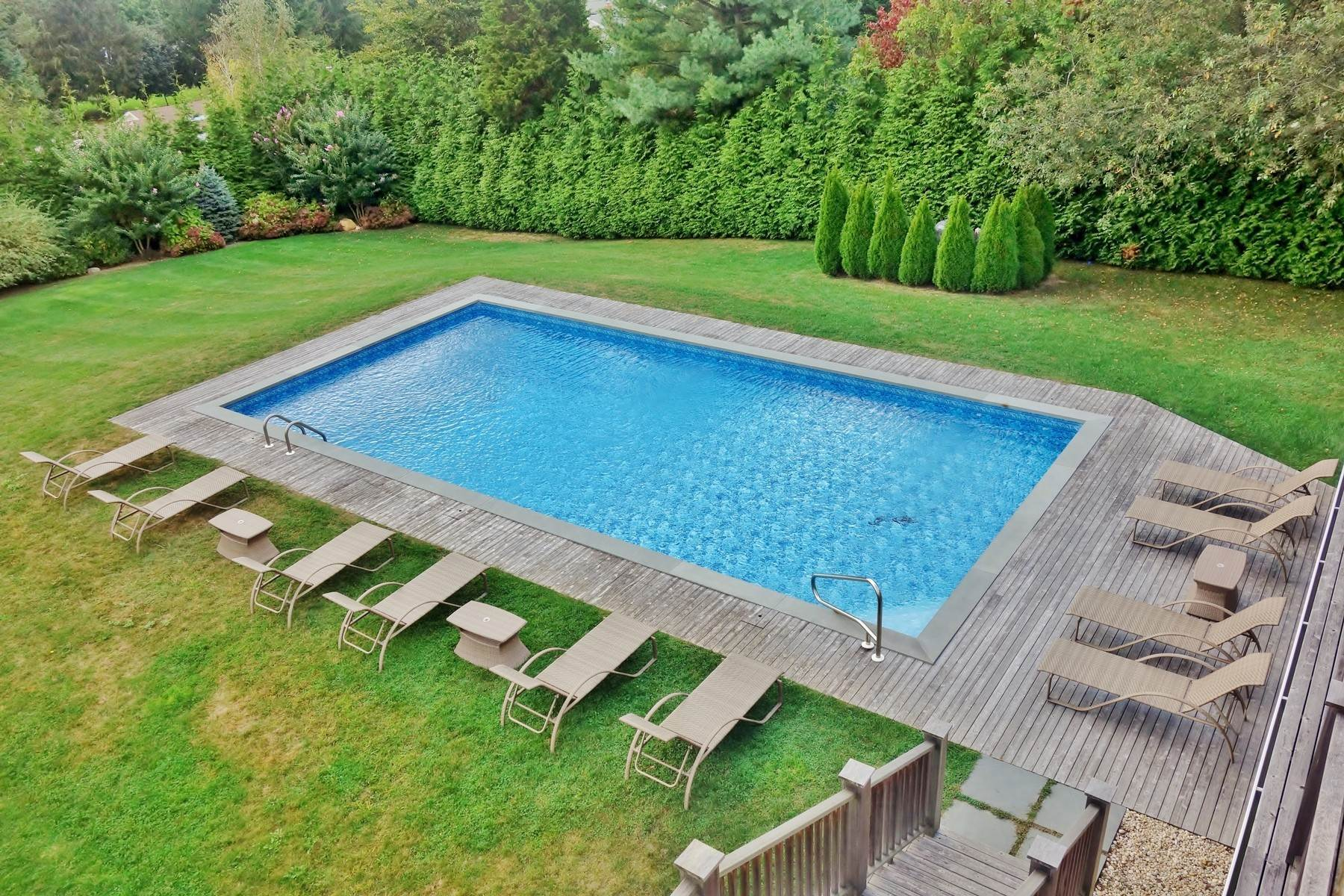 17. Single Family Home at New To The Rental Market In Golf Country Southampton, NY 11968