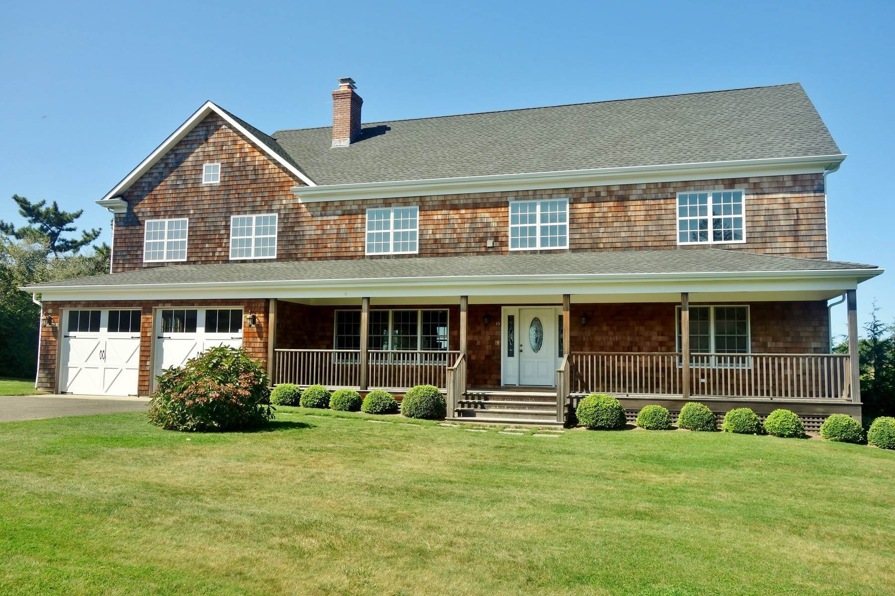 Single Family Home at New To The Rental Market In Golf Country Southampton, NY 11968