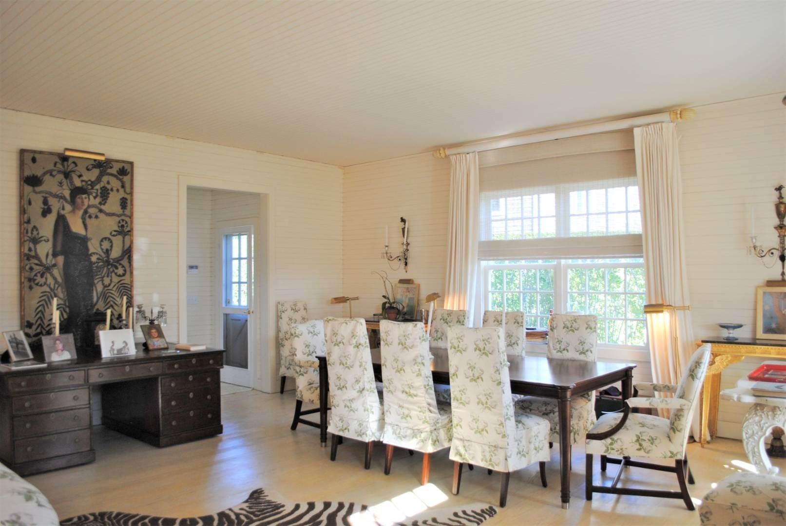 4. Single Family Home at Southampton Village Impeccable Cottage Southampton, NY 11968