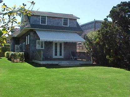 20. Single Family Home at Southampton Village Impeccable Cottage Southampton, NY 11968