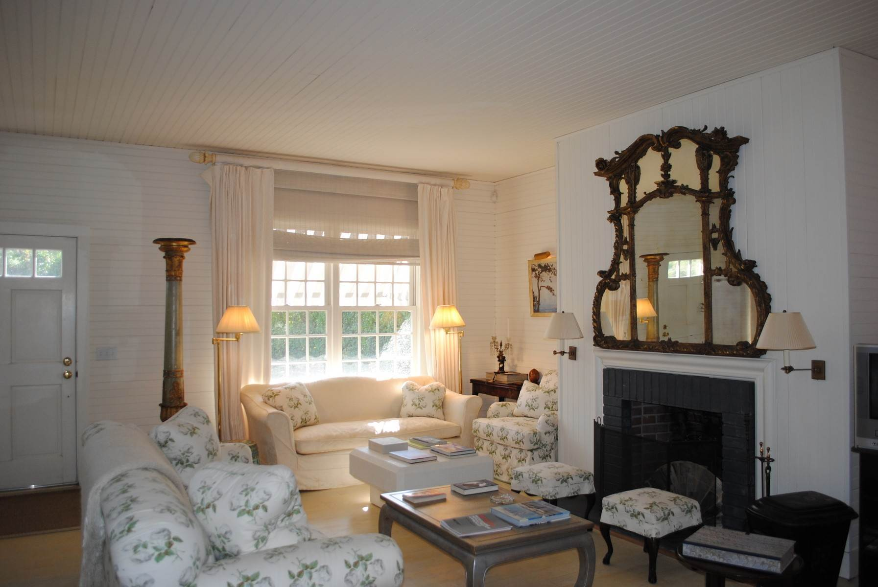 3. Single Family Home at Southampton Village Impeccable Cottage Southampton, NY 11968