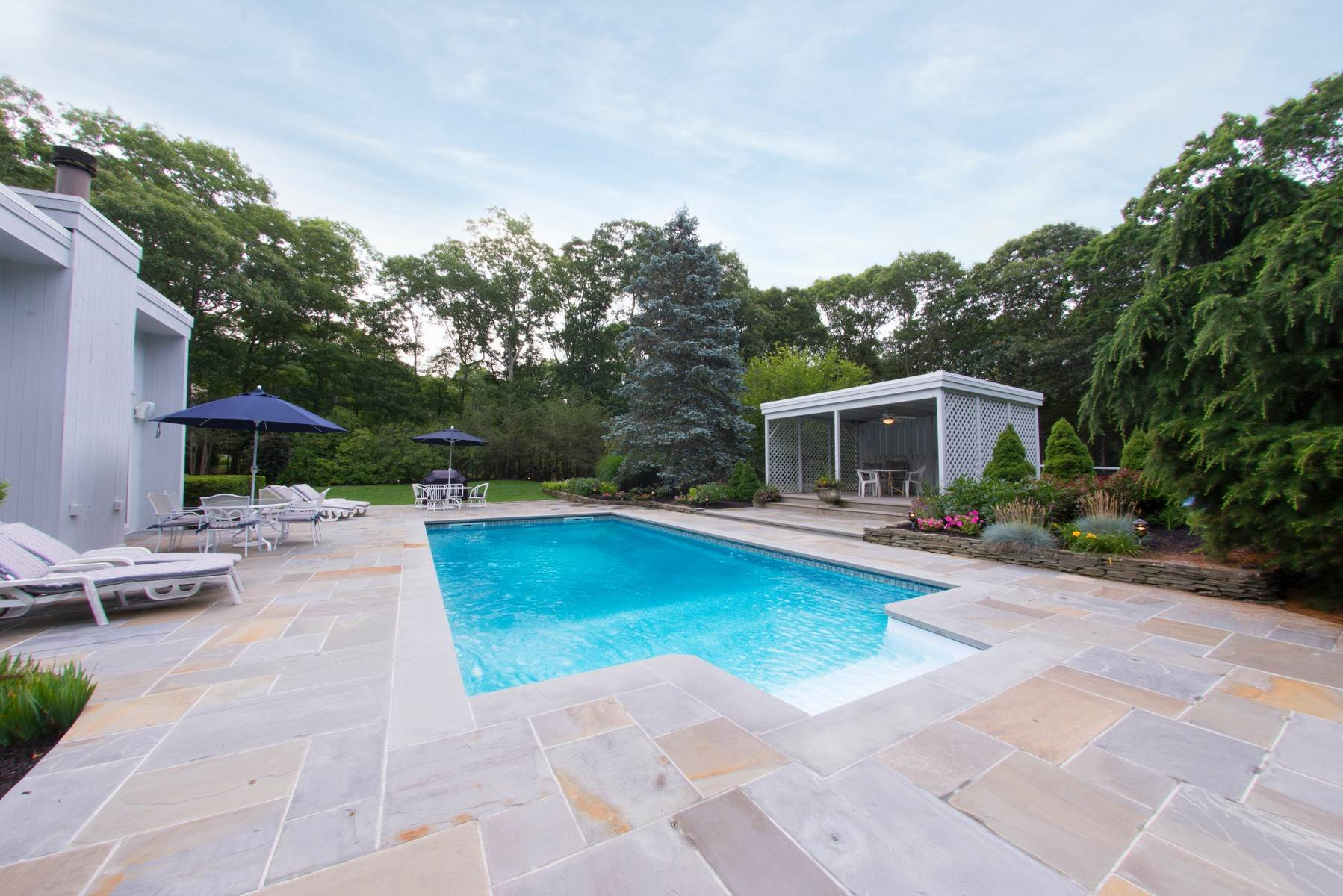 Single Family Home at Southampton Retreat Southampton, NY 11968