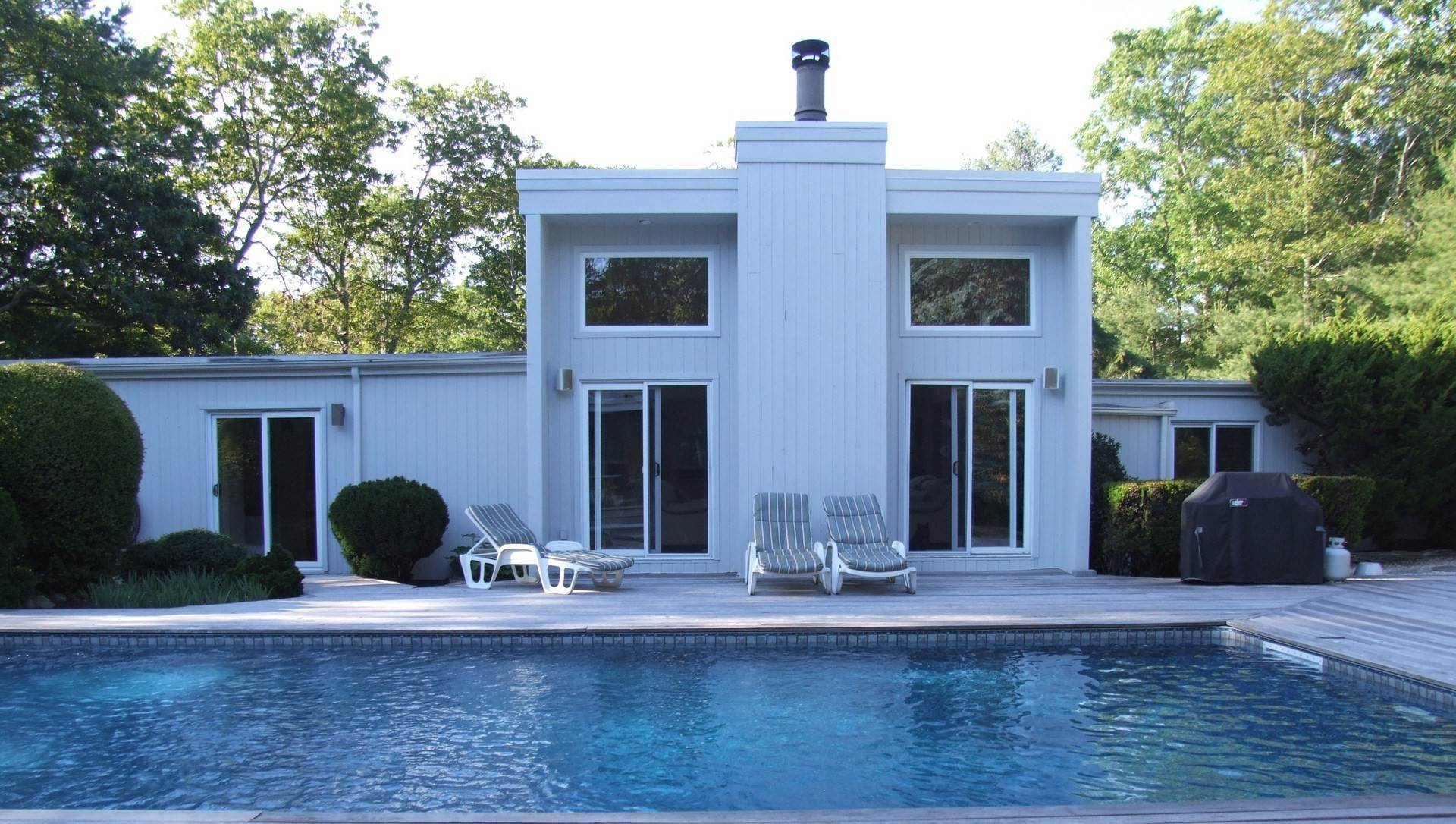 13. Single Family Home at Southampton Retreat Southampton, NY 11968