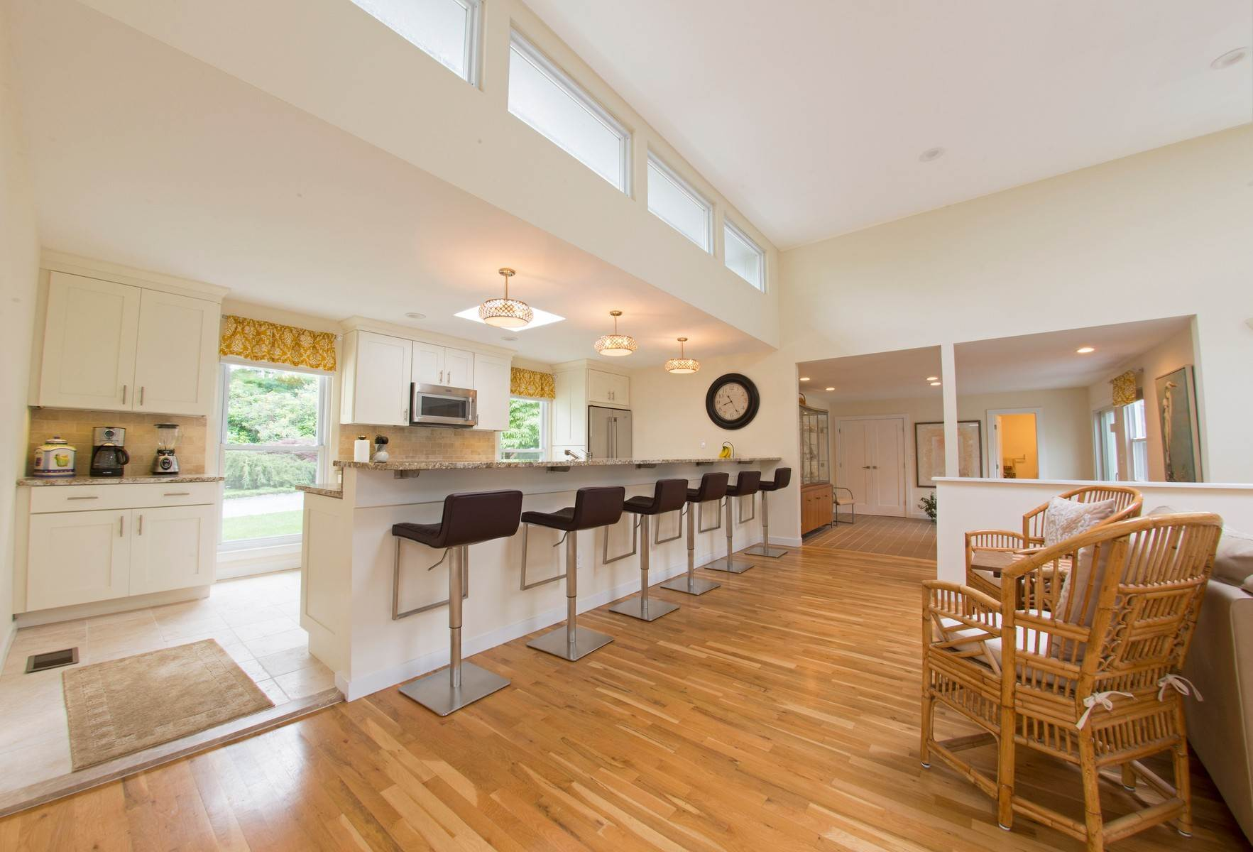 4. Single Family Home at Southampton Retreat Southampton, NY 11968
