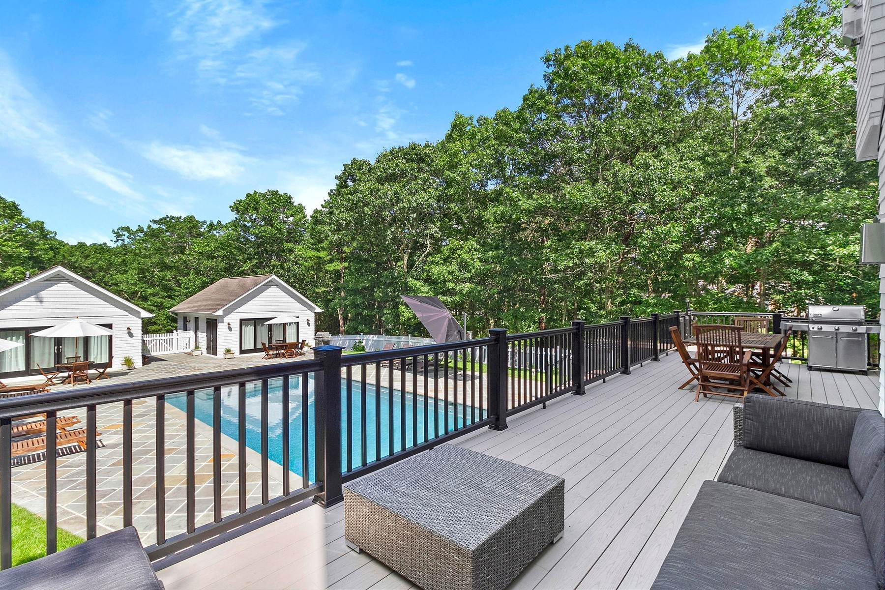 15. Single Family Home at New House -Watermill Secluded Compound 421 Edge Of Woods, Southampton, NY 11976