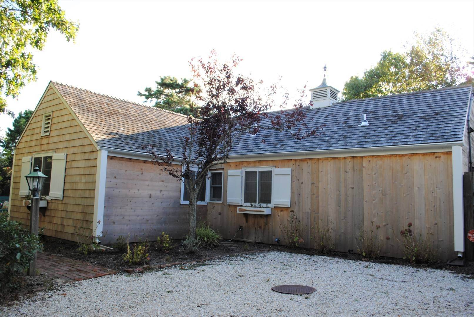24. Single Family Home at Amagansett Dunes Summer Beach Cottage Amagansett, NY 11930