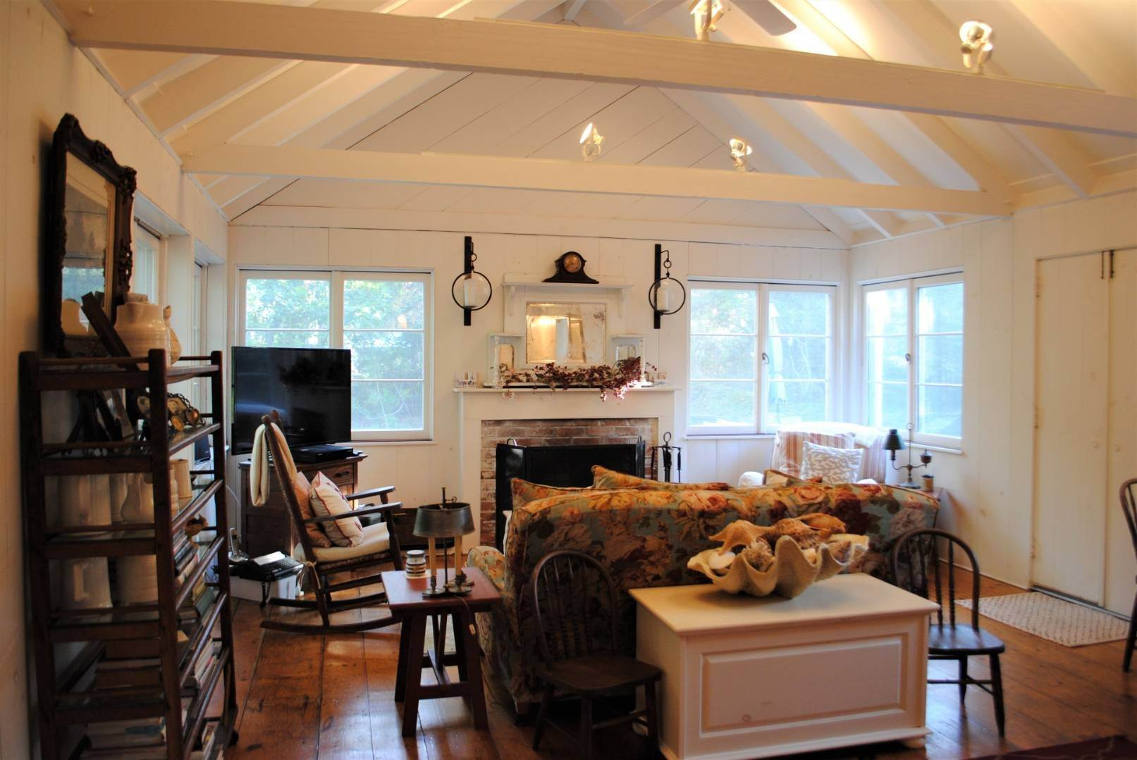 4. Single Family Home at Amagansett Dunes Summer Beach Cottage Amagansett, NY 11930