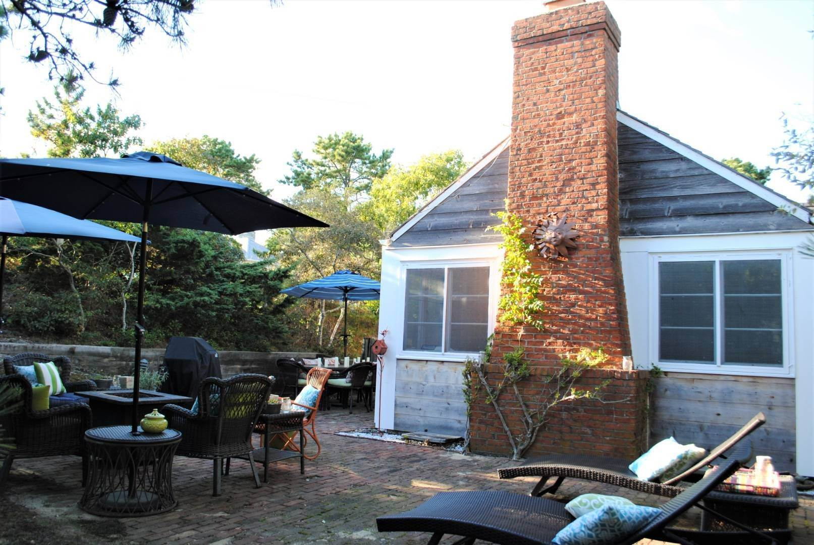 22. Single Family Home at Amagansett Dunes Summer Beach Cottage Amagansett, NY 11930