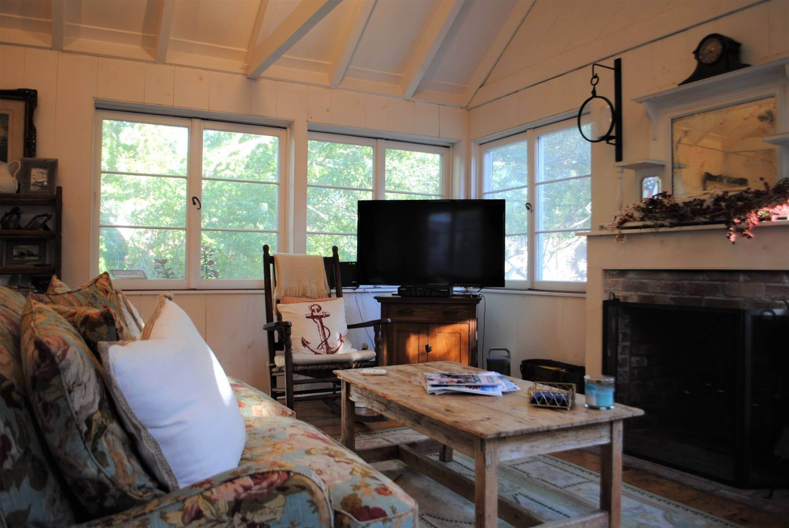 5. Single Family Home at Amagansett Dunes Summer Beach Cottage Amagansett, NY 11930