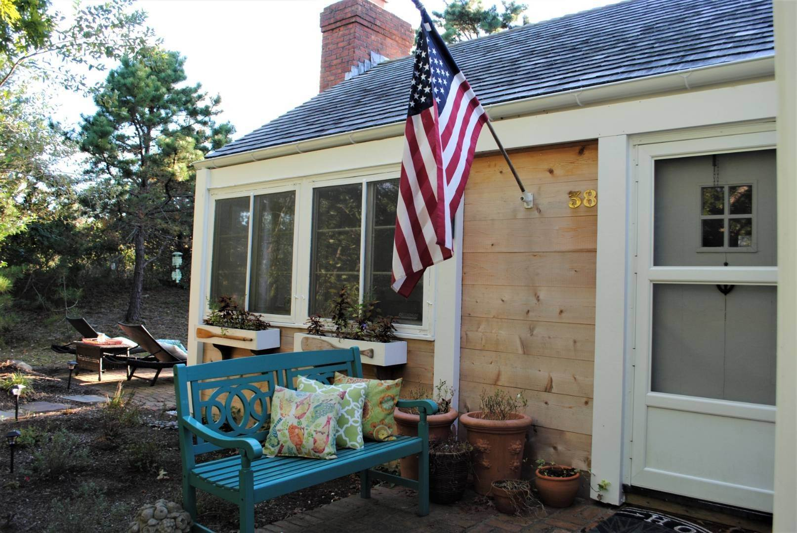 Single Family Home at Amagansett Dunes Summer Beach Cottage Amagansett, NY 11930