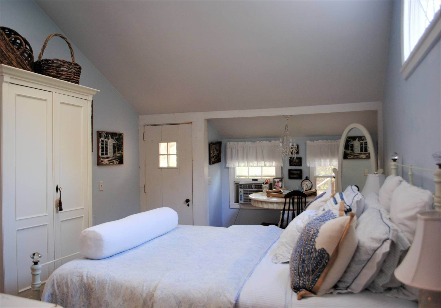 11. Single Family Home at Amagansett Dunes Summer Beach Cottage Amagansett, NY 11930