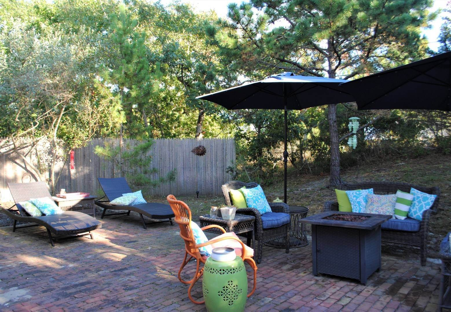 21. Single Family Home at Amagansett Dunes Summer Beach Cottage Amagansett, NY 11930