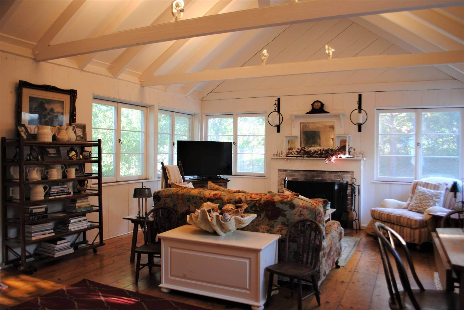 3. Single Family Home at Amagansett Dunes Summer Beach Cottage Amagansett, NY 11930