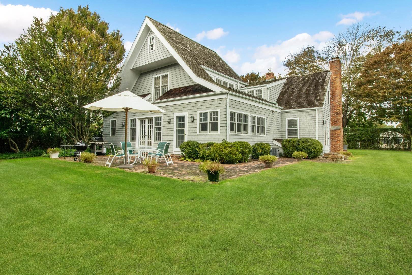 Single Family Home at South Of The Highway In Southampton 64 South Hill Street, Southampton, NY 11968