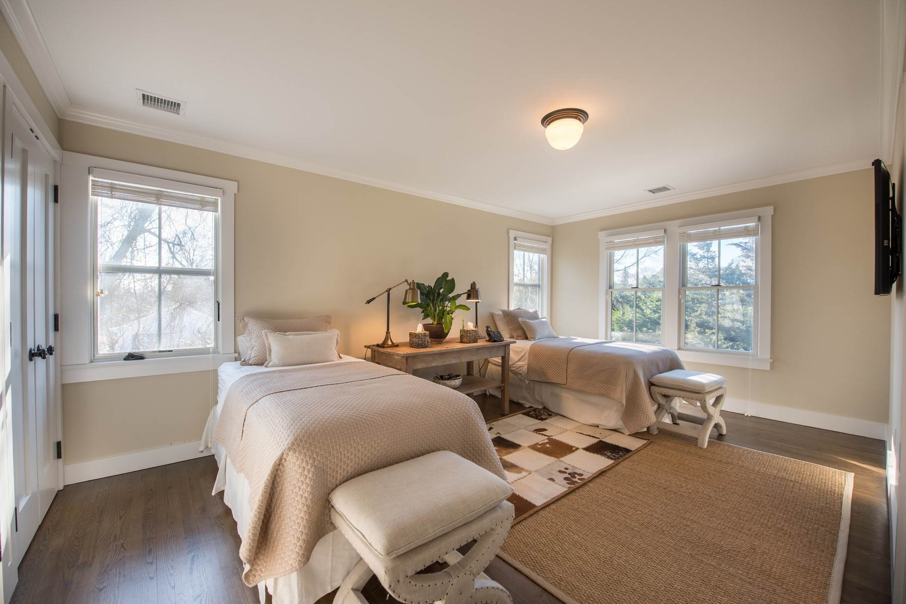10. Single Family Home at East Hampton Village Fringe East Hampton, NY 11937