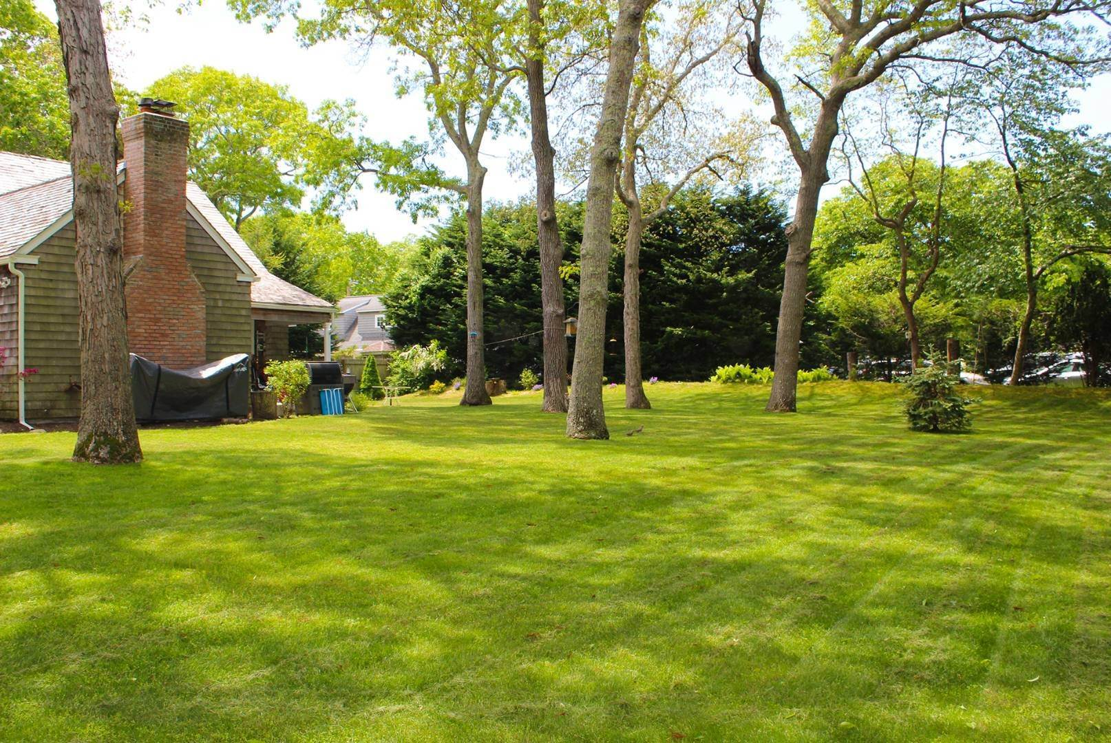 2. Single Family Home at East Hampton Cottage East Hampton, NY 11937