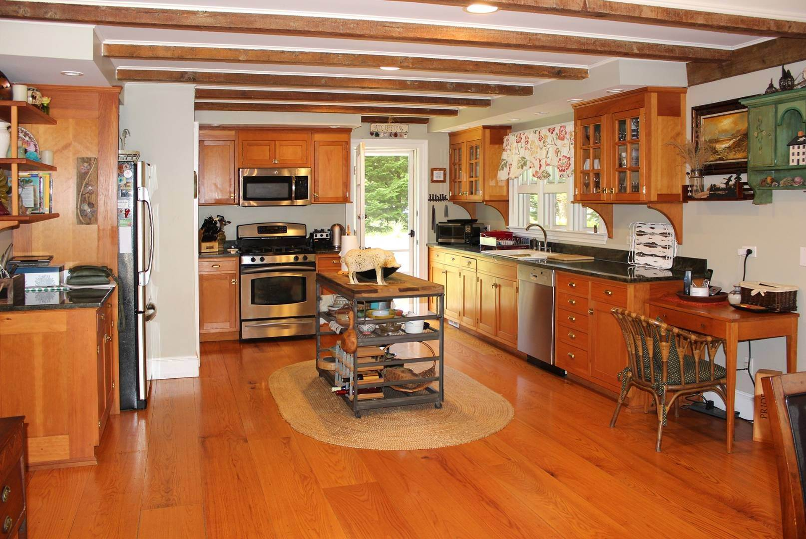 6. Single Family Home at East Hampton Cottage East Hampton, NY 11937