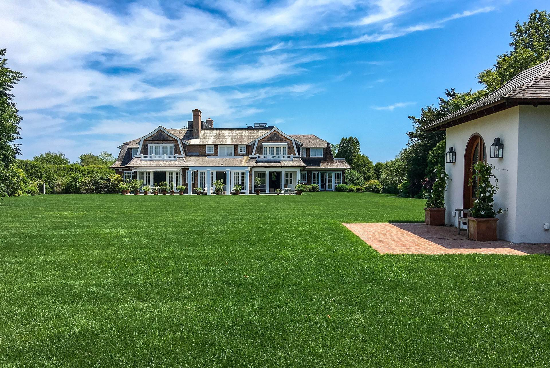 Single Family Home at Sagaponack Country Retreat South Of The Highway Sagaponack Village, NY 11962