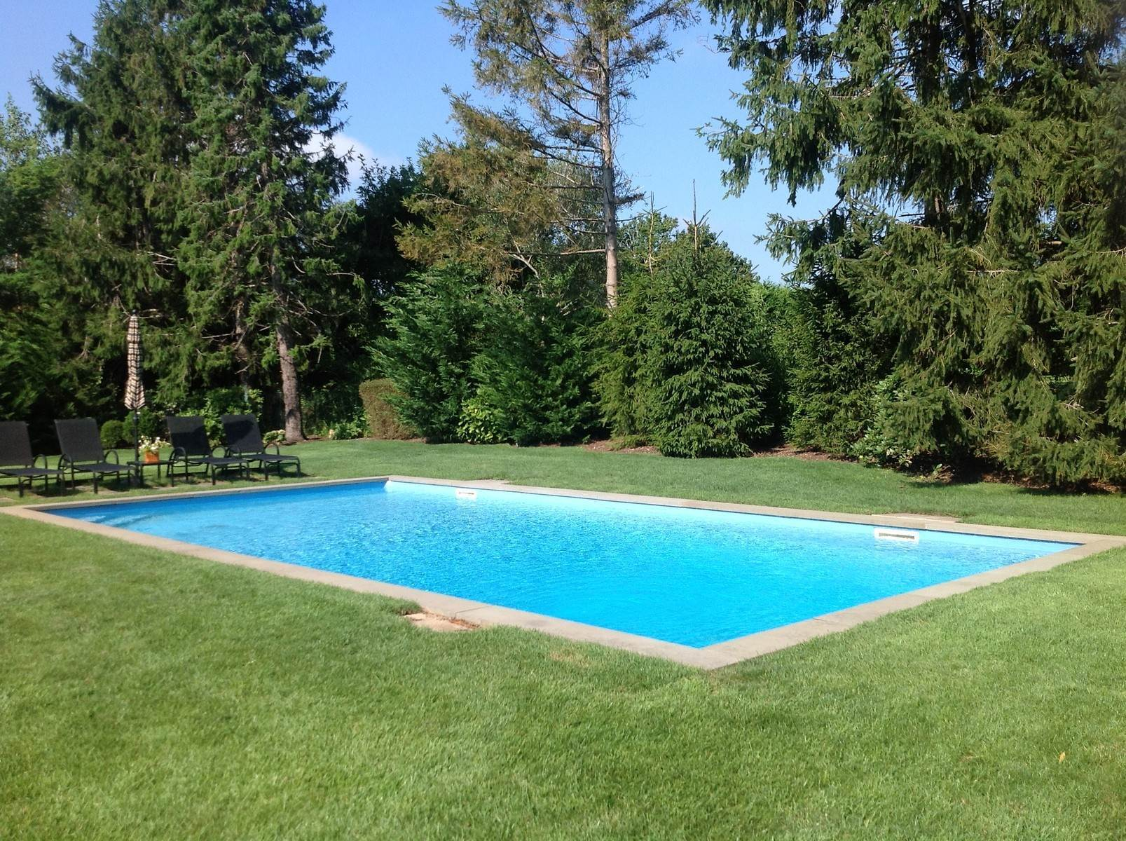 13. Single Family Home at Southampton Golf Community Southampton, NY 11968