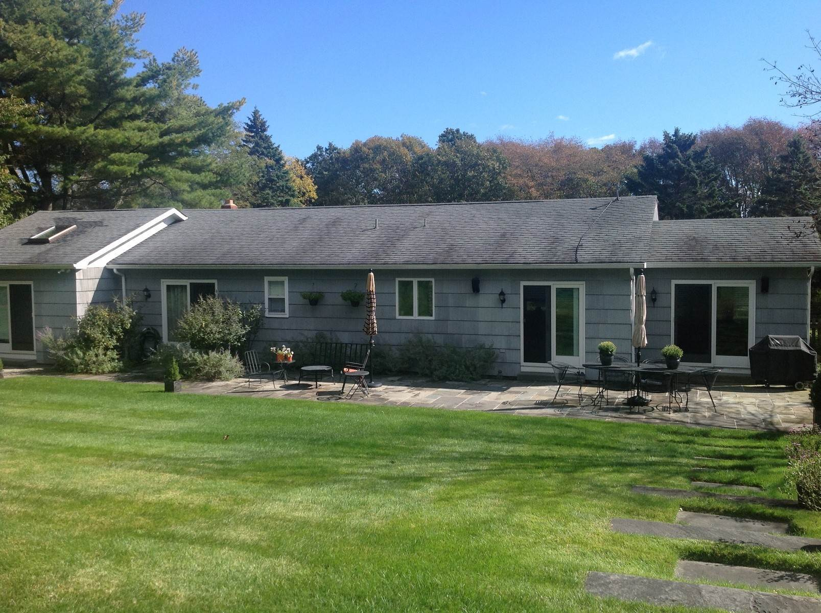 15. Single Family Home at Southampton Golf Community Southampton, NY 11968