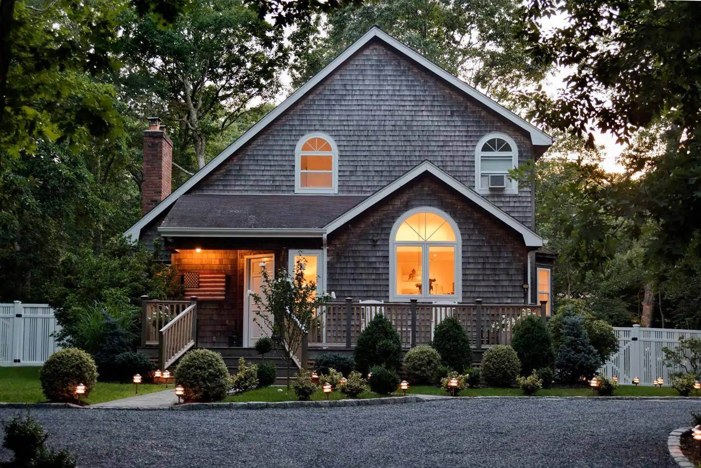 Single Family Home at East Hampton - Close To Bays East Hampton, NY 11937