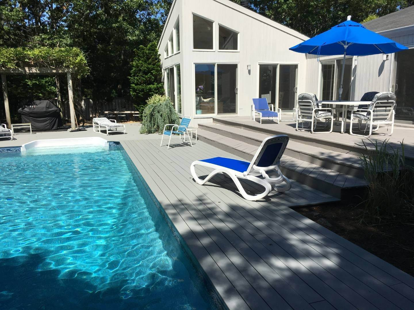 15. Single Family Home at Great Spot For Relaxing In East Hampton East Hampton, NY 11937