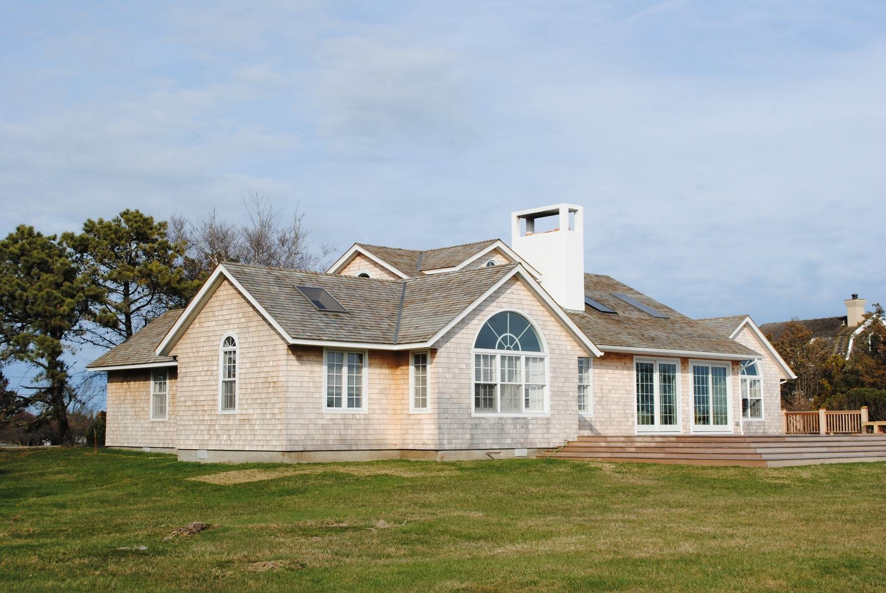 6. Single Family Home at Pristine Qugoue South Rental With Pool Quogue Village, NY 11959