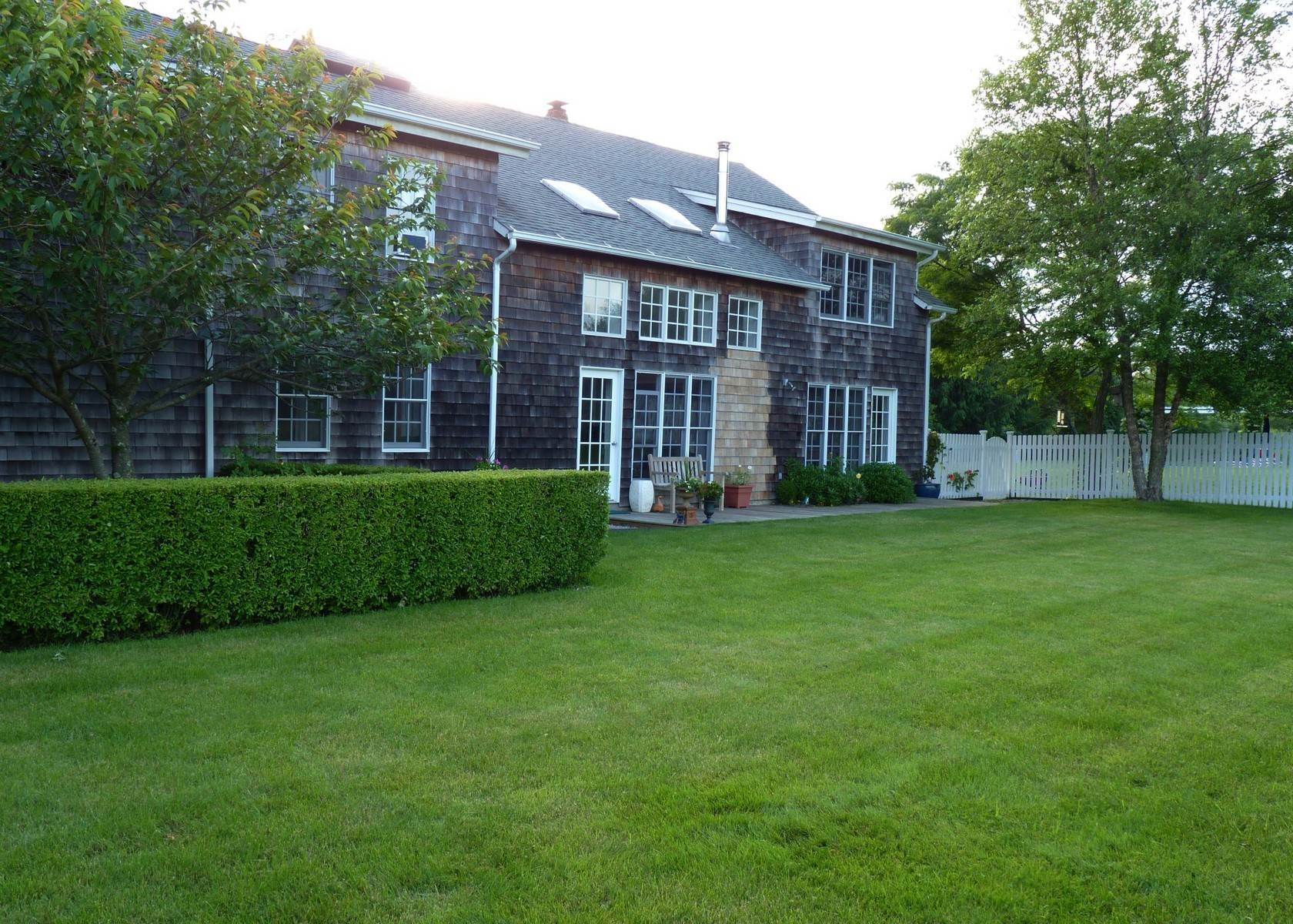 2. Single Family Home at Bridgehampton Barn On A Reserve Bridgehampton, NY 11932