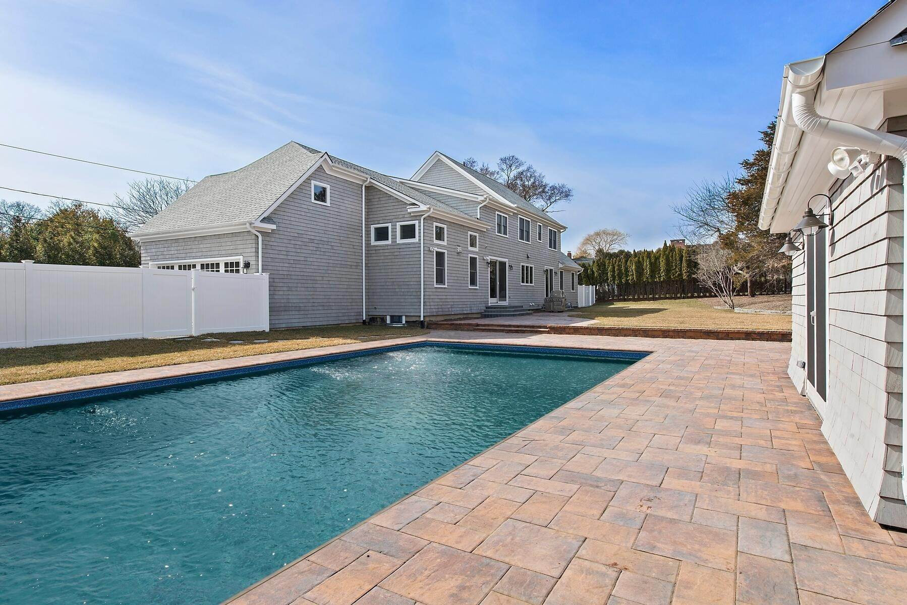 2. Single Family Home at Southampton Village Beauty Southampton, NY 11968