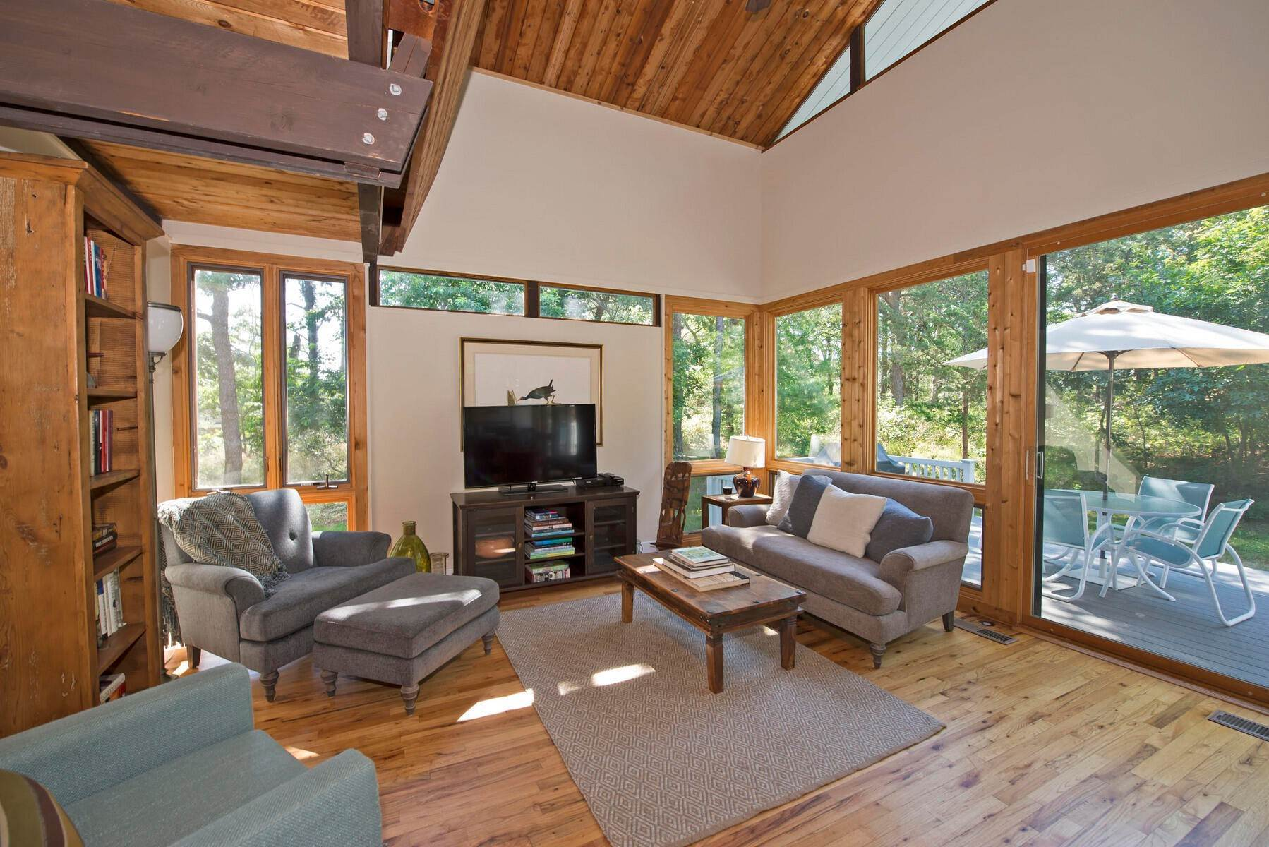 13. Single Family Home at One Of A Kind Wooded Retreat Water Mill, NY 11976