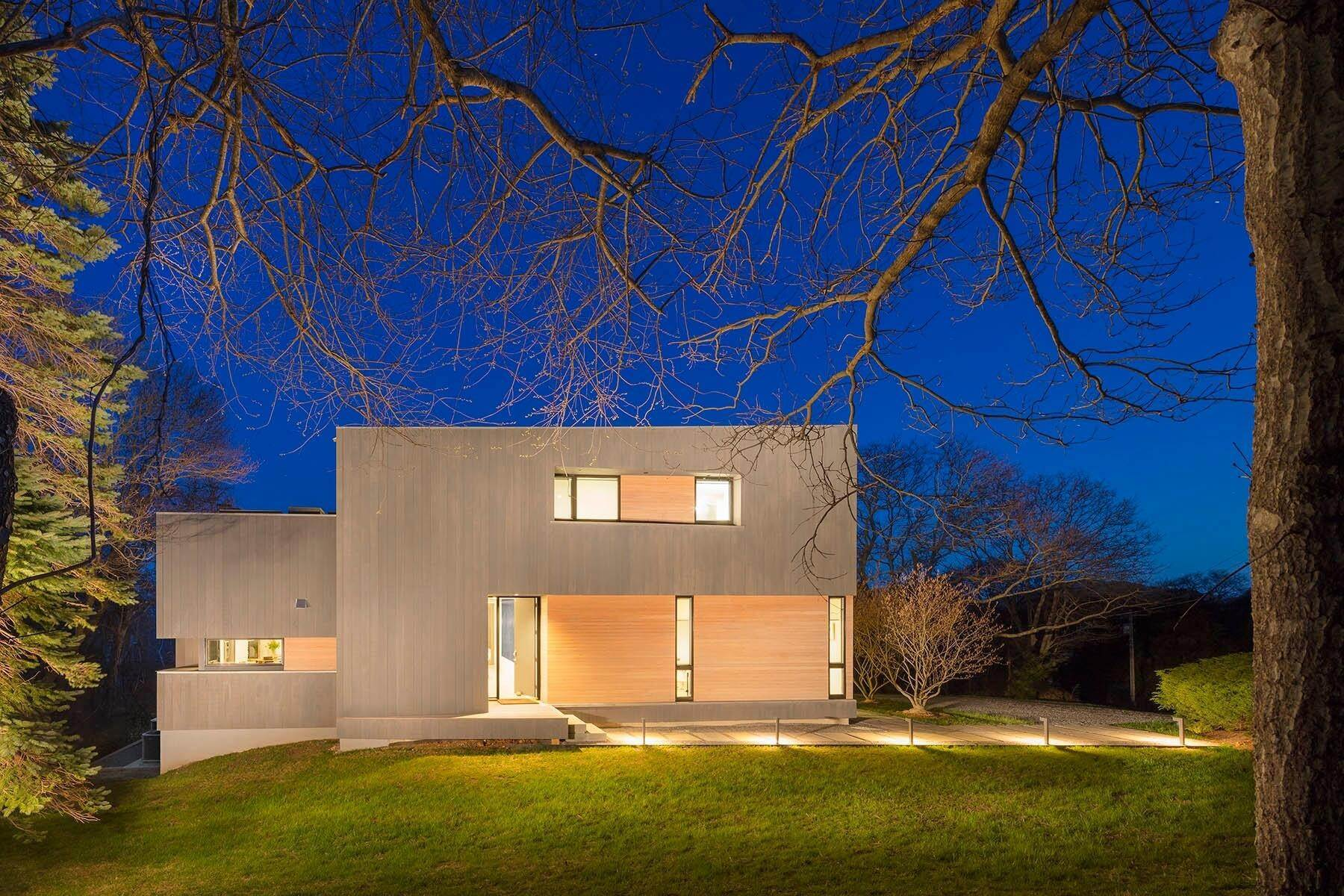 11. Single Family Home at Modern Montauk - Classic Ocean Views Montauk, NY 11954