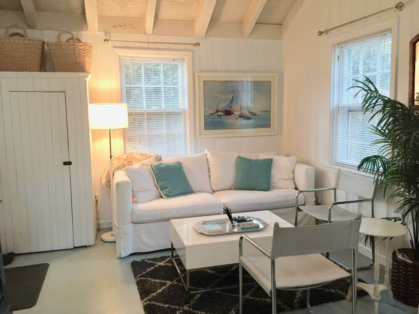 4. Single Family Home at Bridgehampton Chic Cottage Bridgehampton, NY 11932